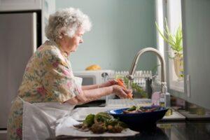 Senorin macht abwasch -- miteinander füreinander